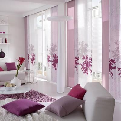 Paneles japoneses con cortinas tradicionales