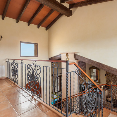 Una escalera abierta
