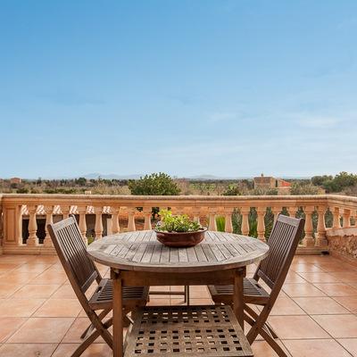 Una terraza con vistas