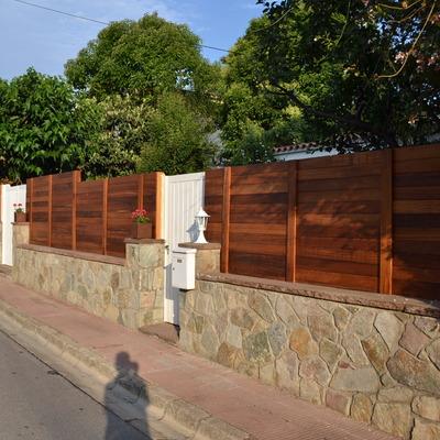 Realización de tanca de madera tropical