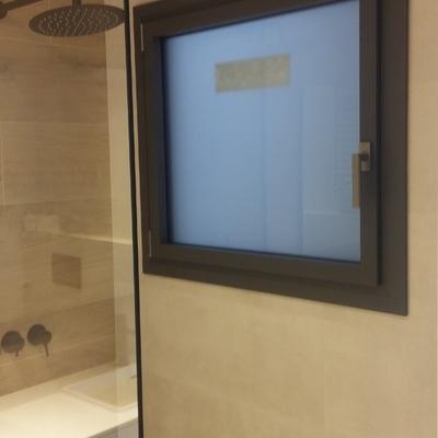 Instalación de ventanas oscilobatientes de K.LINE con sistema de hoja oculta.