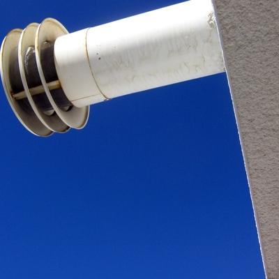 nido de pajaro en  ventilacion de caldera