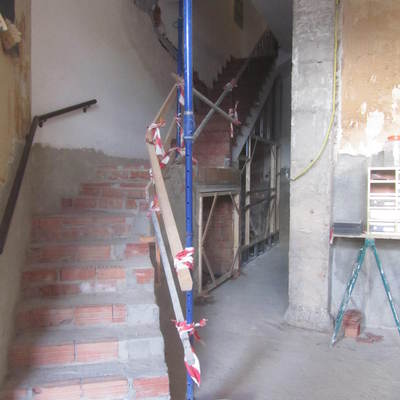 instalacion de ascensor a pie de calle y reforma de entrada a edificio