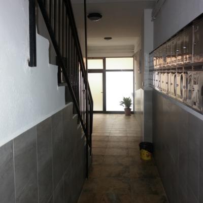 vestíbulo terminado por la ubicación del ascensor