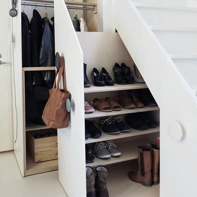 Cómo sacar partido al espacio debajo de las escaleras
