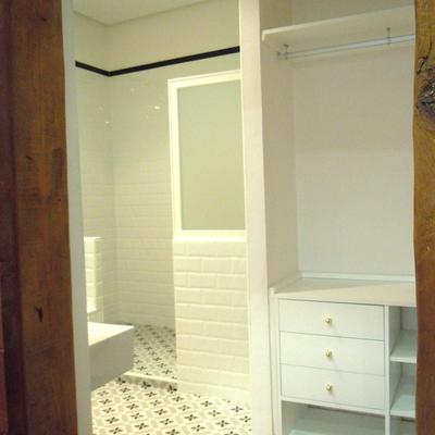Vestidor y baño del dormitorio principal