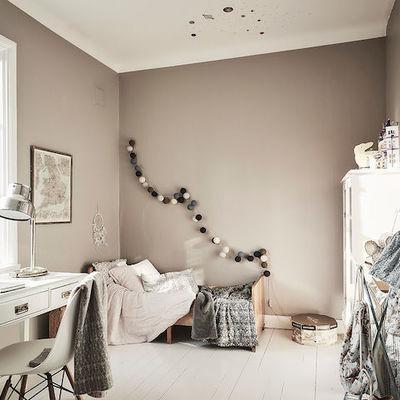 Dormitorio infantil en tonos tostados