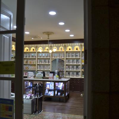 Restauración de oficina de farmacia en Padrón