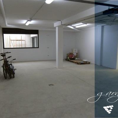 Vista de garaje en vivienda