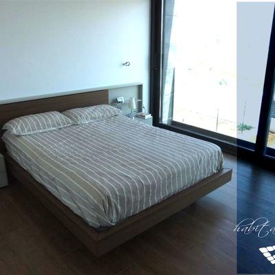 Vista de habitación principal de vivienda en Valencia