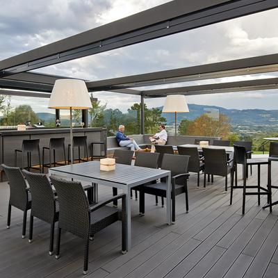 Disfrutar de la terraza de un bar llueva o haga sol