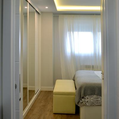 Vista del dormitorio desde el baño
