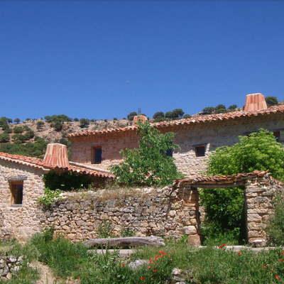 Proyecto y dirección de obras de rehabilitación de majada, en Valderromán (Soria).