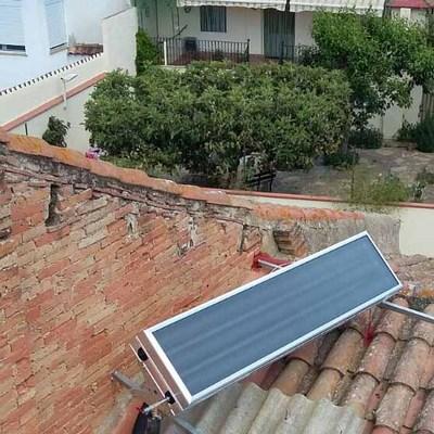 Equipo termosifónico de energía solar térmica con capacidad para 100 litros de acumulación de agua caliente