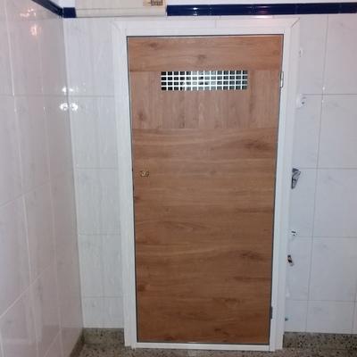 Instalción de puerta de contadores según normativa REBT y CTE