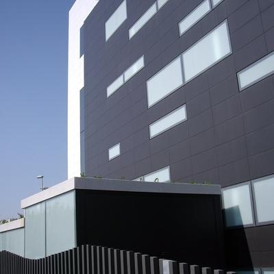 Vista fachada almacén