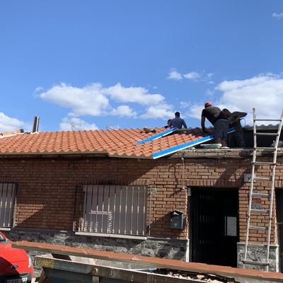 Retirada e instalación de tejado en chapa sanwich
