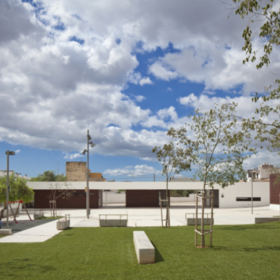 Centro social y plaza en Mallorca