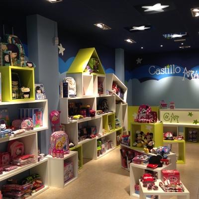 Un local comercial convertido en la tienda Castillo Mágico en (A Coruña)