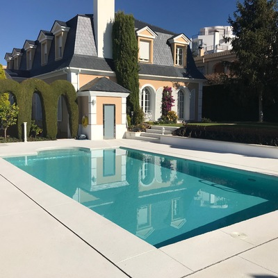 Renovación integral de un jardín con piscina en Monachil