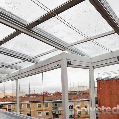 Instalación de un cerramiento de techo móvil en Madrid