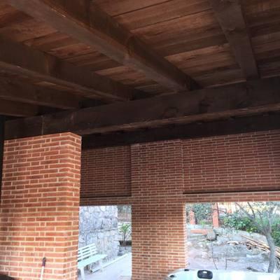 Construccion de Porche de madera con escalera en boveda estilo romano.