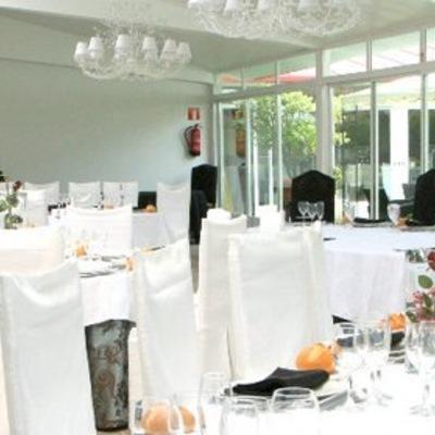 Salón restaurante y fuente en Madrid