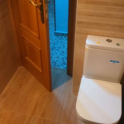 Vista parcial de la entrada al baño