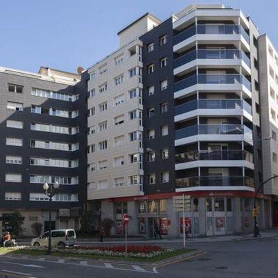 Vista principal del edificio desde Paso de Begoña