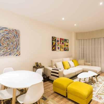 Una vivienda con decoración actual y cuidada
