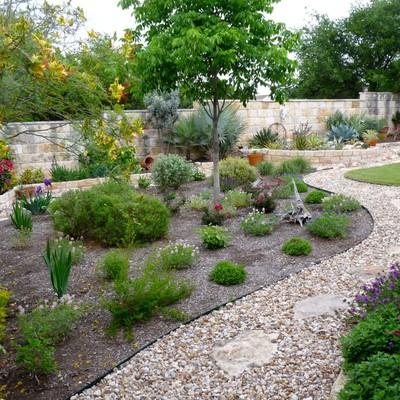 Ideas y fotos de arriates de piedras para inspirarte for Arreglar jardin abandonado