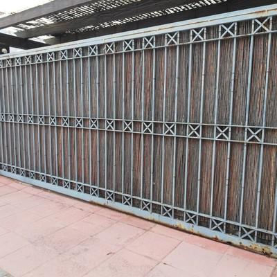Reparacion de porton garage, 5.70mts de longitud. Marbella, Andalucia.
