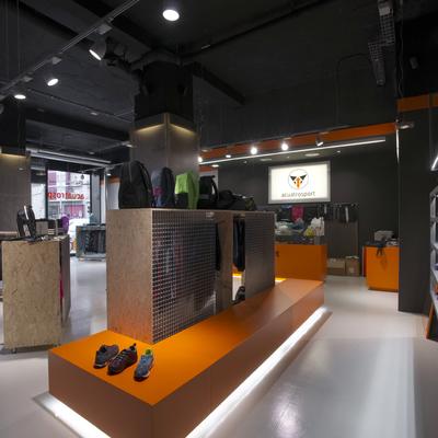 Reforma tienda de deportes Acuatrosport