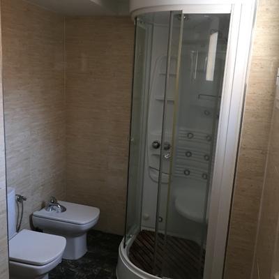 Zona de ducha en baño