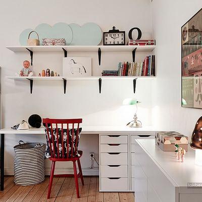 Zona de estudio en dormitorio infantil doble
