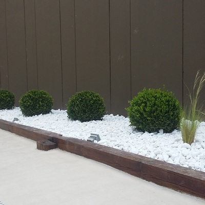 Zona jardinera lateral (foto 3)