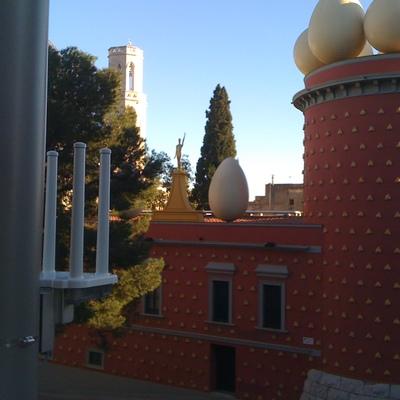 Creación de una Red Wi-Fi/PreWimax de autoprestación al municipio de Figueras para la dotació de servicios en el espacio público y edificios municipales