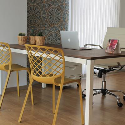 La reforma de una oficina que refleja creatividad