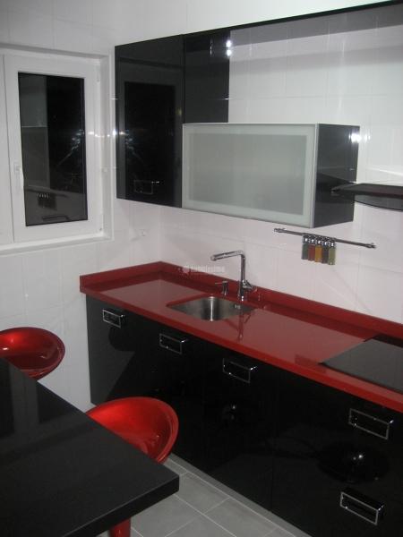 Foto amueblamiento de tico abuhardillado de cocinas for Amueblamiento de cocinas