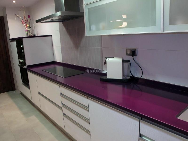 La cocina de color lila good el color morado es un color for Cocinas color berenjena