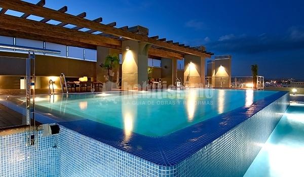 Iluminaci n hotel cordoba center proyectos construcci n for Hoteles en badajoz con piscina