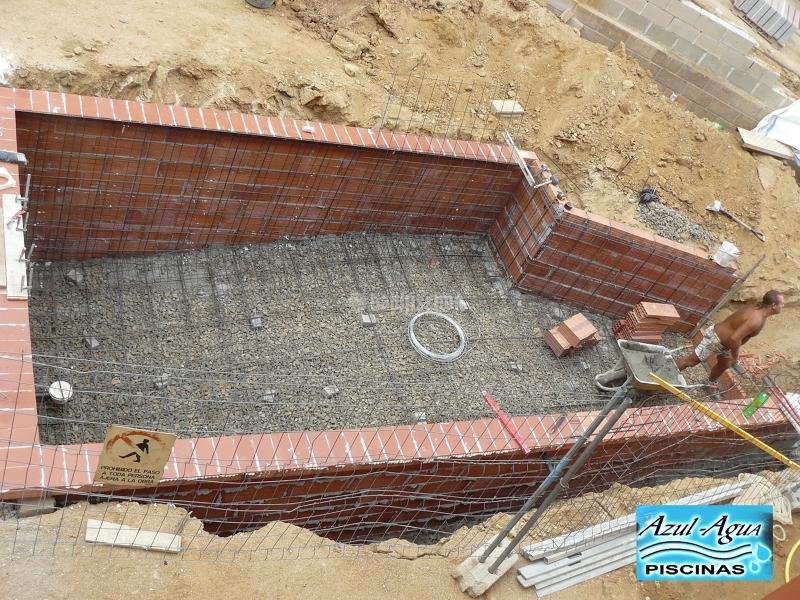 Foto construcci n piscina en obra gunitada en gerona de for Construccion de piscinas en granada