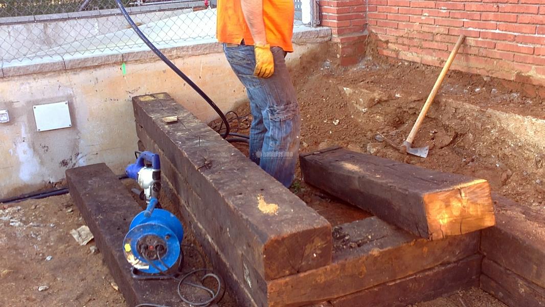 Foto construcci n traviesa tren jard n de fusta i jardi - Vigas de tren ...