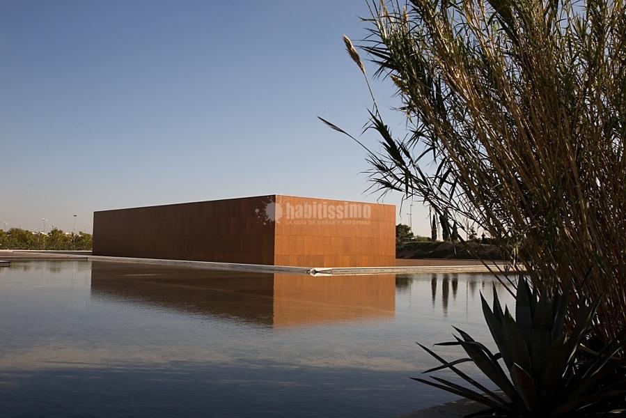 Foto museo universidad de alicante fachada ventilada for Piscina universidad alicante