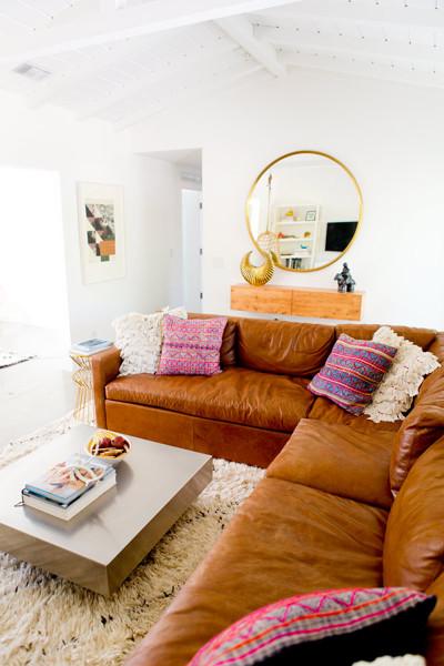 Foto comedor con sof esquinero de piel de decoratualma for Sofa piel esquinero