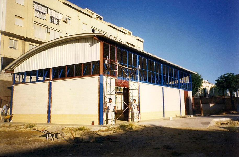 Foto construcci n de pabell n de porticos 90 s empresa for Construccion empresa