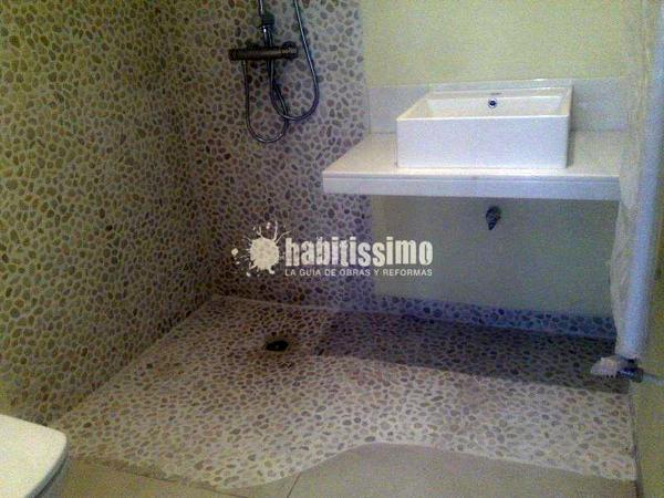 Reforma de baño pequeño con plato de ducha de obra