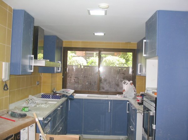 Foto alicatado y amueblado de una cocina de decoraciones - Alicatado de cocinas precios ...