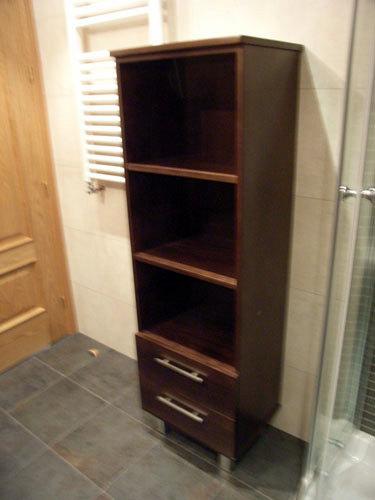 Foto armario columna wengue con estanterias de muebles de for Estanteria bano wengue