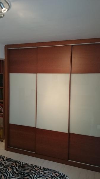 Foto armario de tres puertas correderas mod combi de la for Armario tres puertas correderas